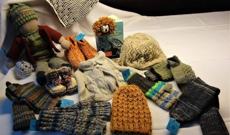 Mehr als 500 Paar Socken warten auf Käufer